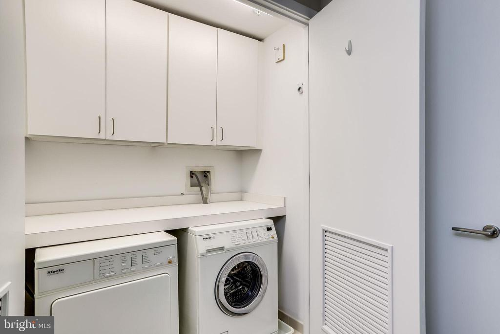 Full size washer and dryer in unit - 2001 15TH ST N #1506, ARLINGTON
