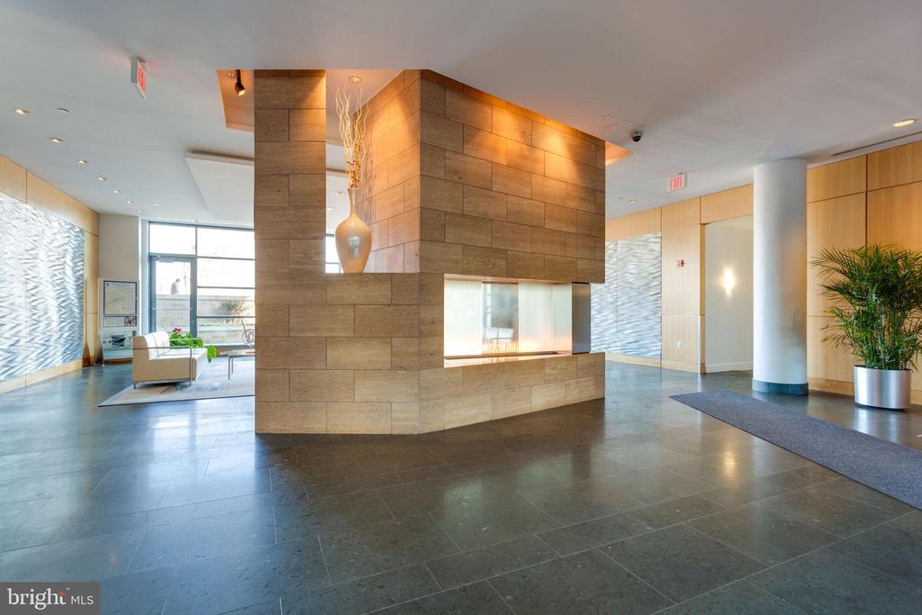 Lobby area with gas fireplace - 2001 15TH ST N #1506, ARLINGTON