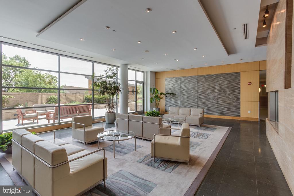 Lobby seating area - 2001 15TH ST N #1506, ARLINGTON