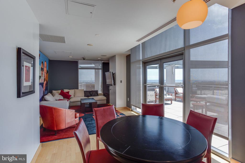 Roof top lounge area - 2001 15TH ST N #1506, ARLINGTON