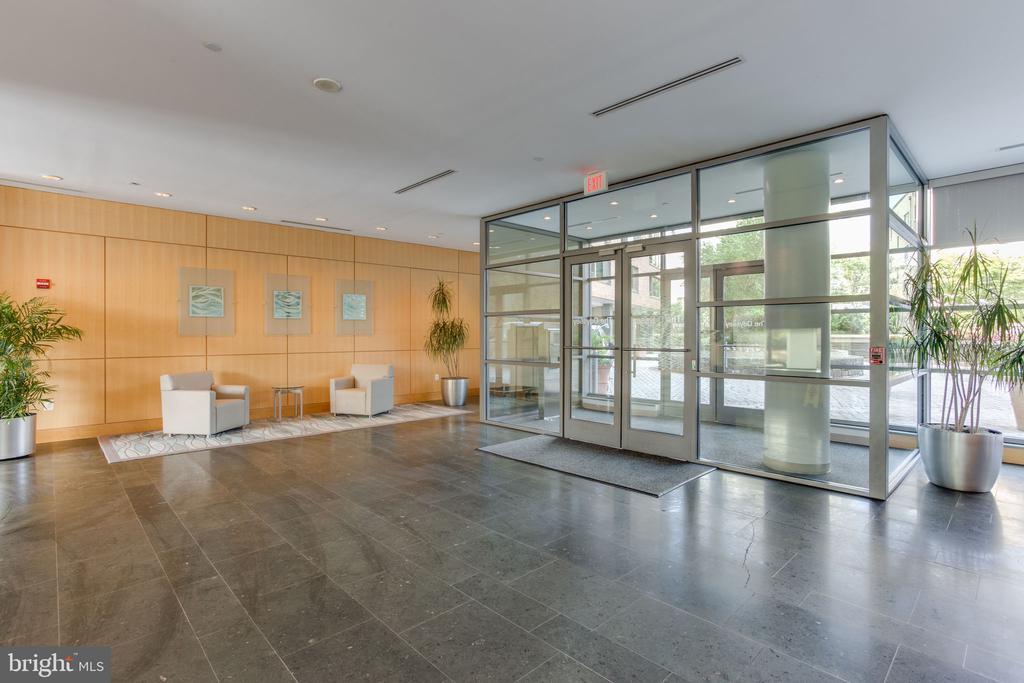 Front doors to lobby - 2001 15TH ST N #1506, ARLINGTON