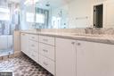 Sleek master bath - 1607 N BRYAN ST, ARLINGTON