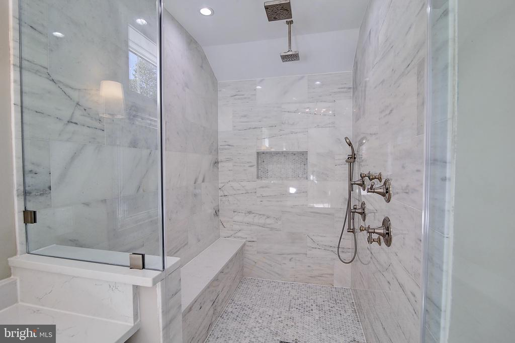 All Marble, dual shower heads, 4 jets + handheld - 10614 HUNTER STATION RD, VIENNA