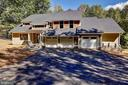A James Macdonald Design Home sitting on 2 Acres - 10614 HUNTER STATION RD, VIENNA