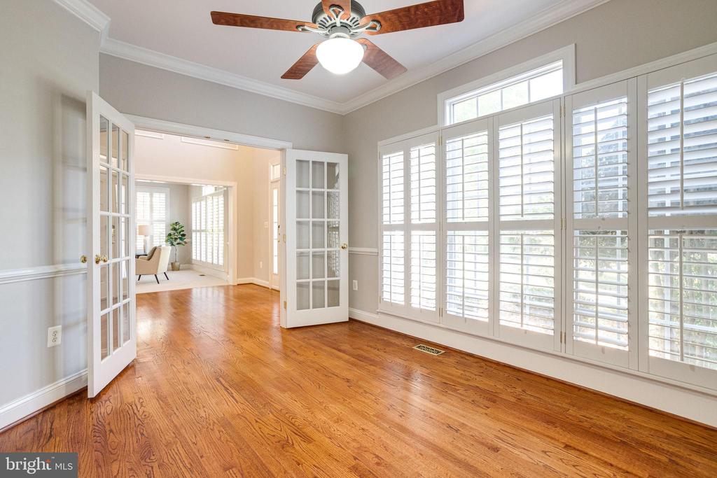 Den/Office has lovely french doors - 7002 HIGHLAND MEADOWS CT, ALEXANDRIA