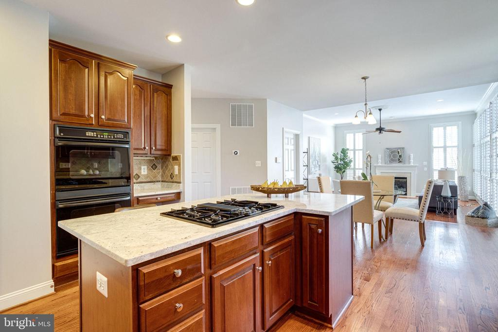 Enjoy cooking in the double oven - 7002 HIGHLAND MEADOWS CT, ALEXANDRIA