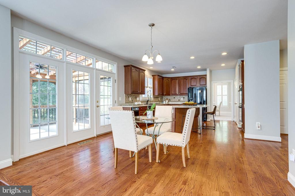 Kitchen dining area, enjoy your informal meals - 7002 HIGHLAND MEADOWS CT, ALEXANDRIA