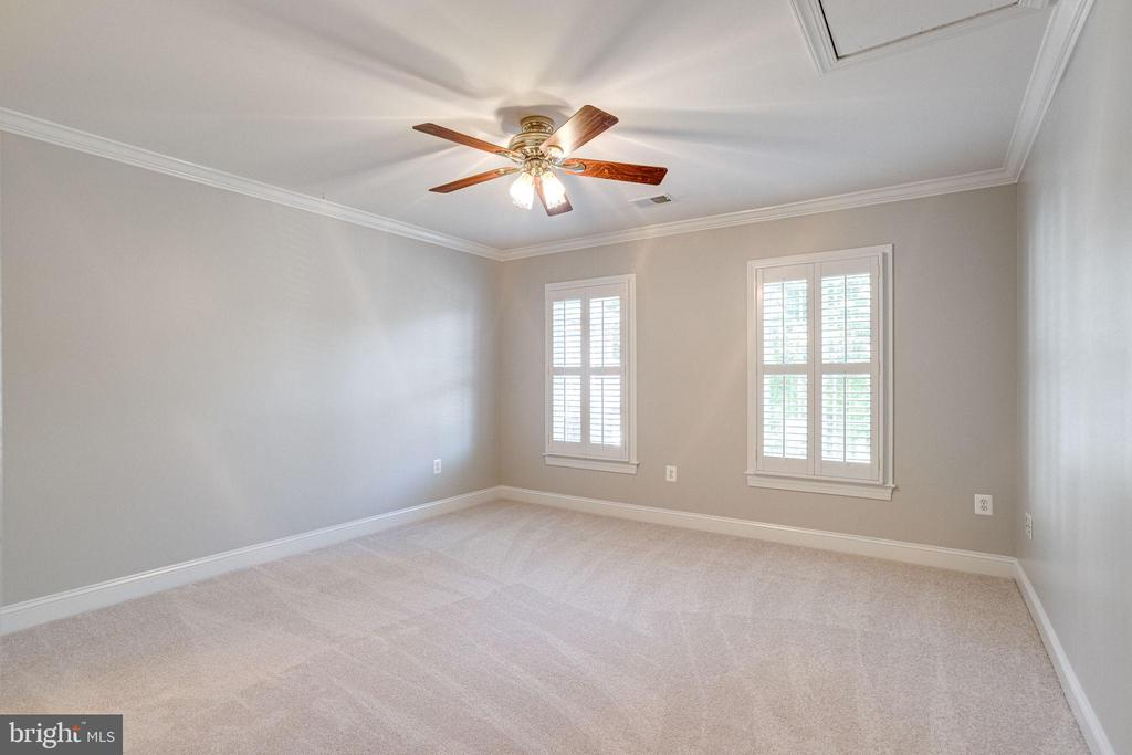 3rd bedroom shares jack & jill bath - 7002 HIGHLAND MEADOWS CT, ALEXANDRIA