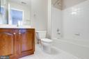 2nd full private bath - 7002 HIGHLAND MEADOWS CT, ALEXANDRIA