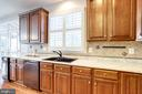Lovely kitchen cabinets w/ tiled back splash - 7002 HIGHLAND MEADOWS CT, ALEXANDRIA