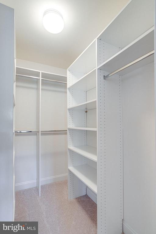 Separate his/hers master closets - 7002 HIGHLAND MEADOWS CT, ALEXANDRIA
