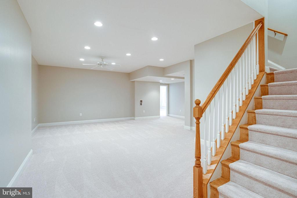 Lower level rec room w/. recessed lights - 7002 HIGHLAND MEADOWS CT, ALEXANDRIA