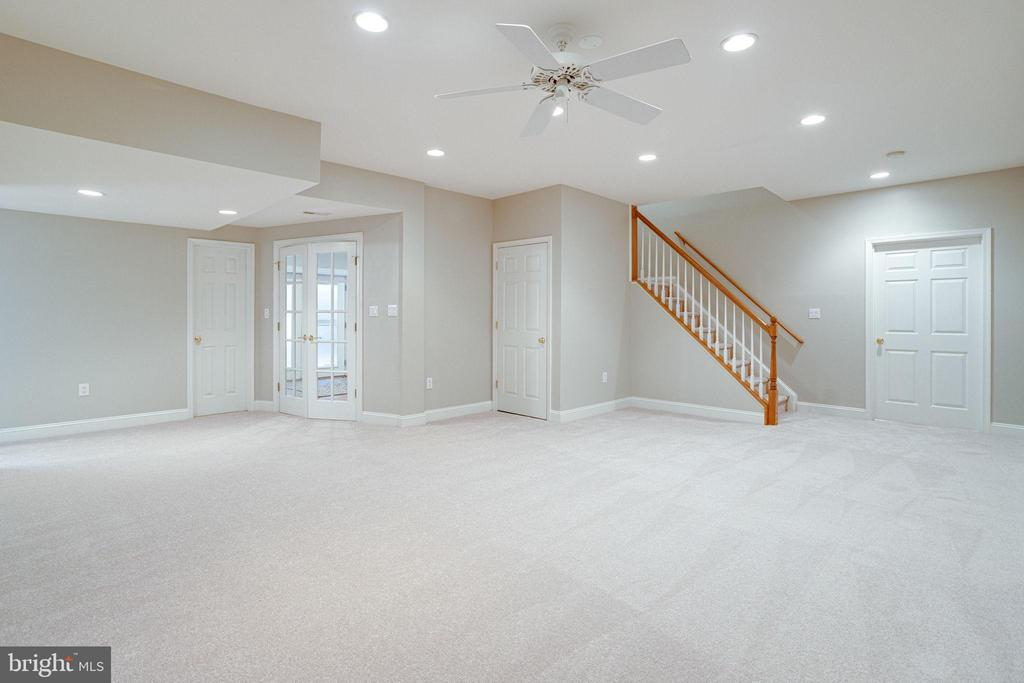 Rec room leads to 5th bed, 4th full bath - 7002 HIGHLAND MEADOWS CT, ALEXANDRIA