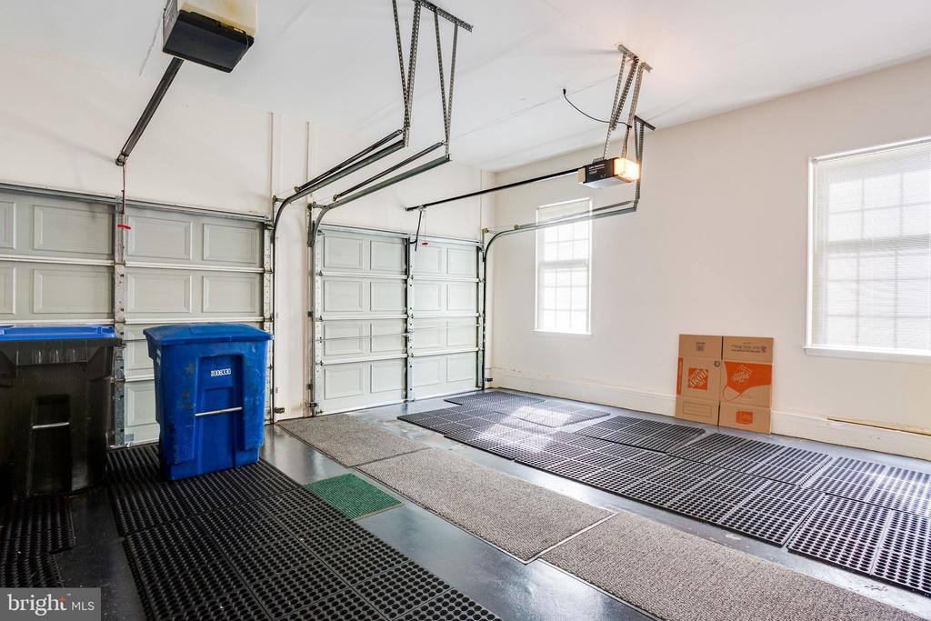 Large two car garage - 3702 MILLPOND CT, FAIRFAX