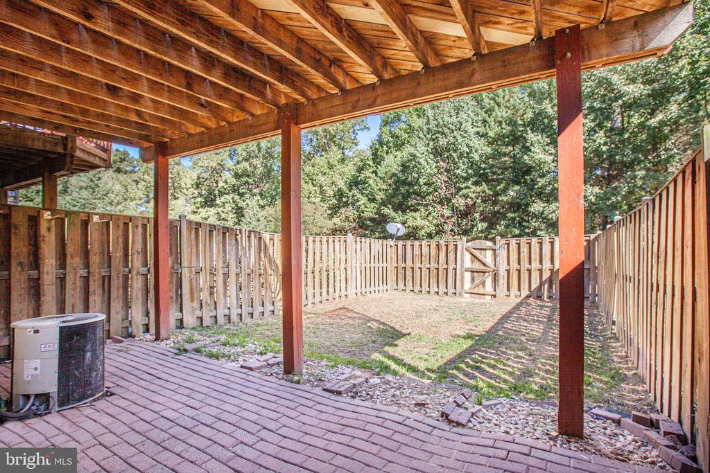 Covered area  and patio - 4005 FOUNTAIN BRIDGE CT, FREDERICKSBURG