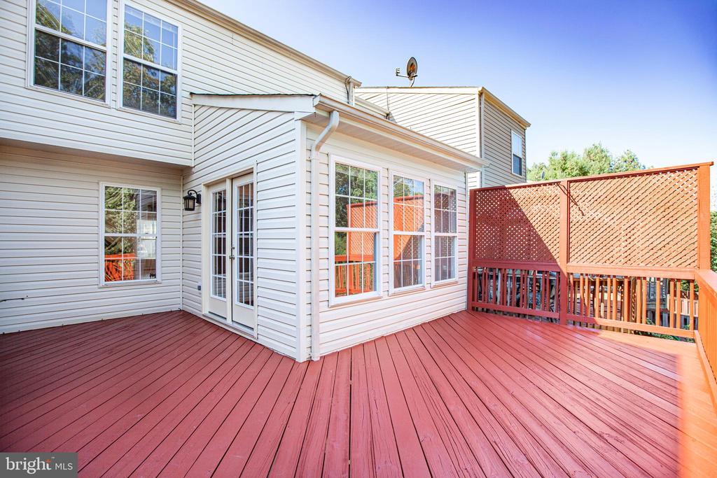 Large private deck for entertaining - 4005 FOUNTAIN BRIDGE CT, FREDERICKSBURG