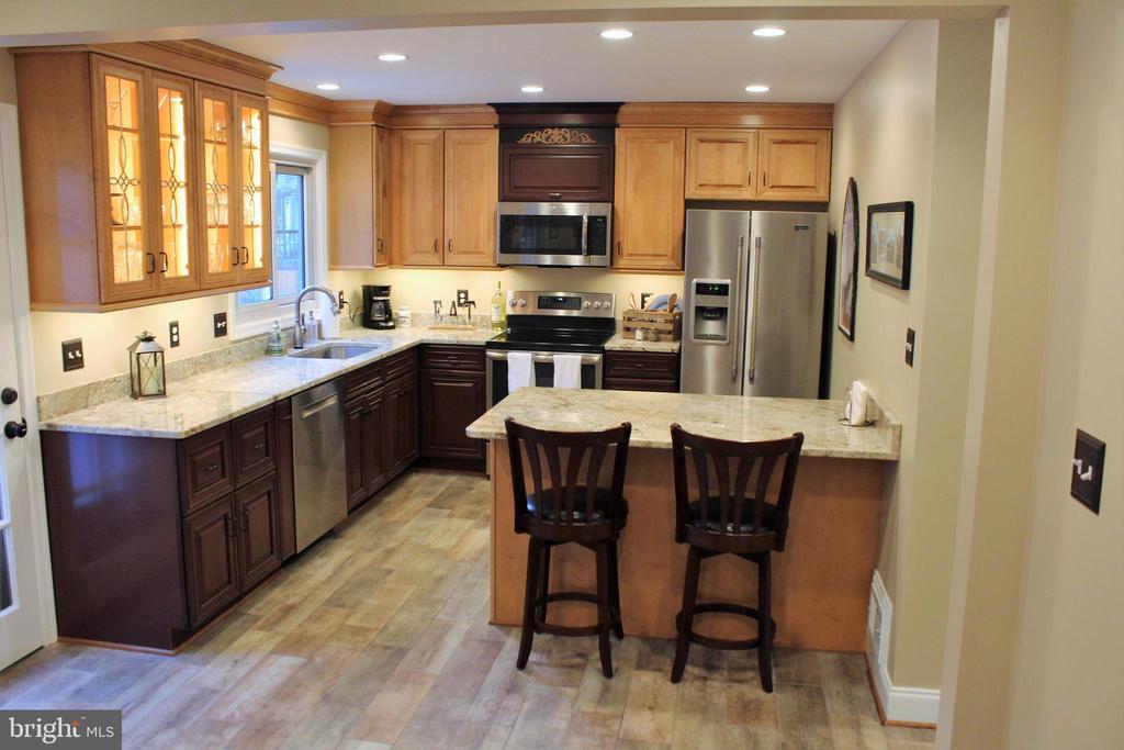 Stunning remodeled kitchen - 7255 RIDGEWAY DR, MANASSAS
