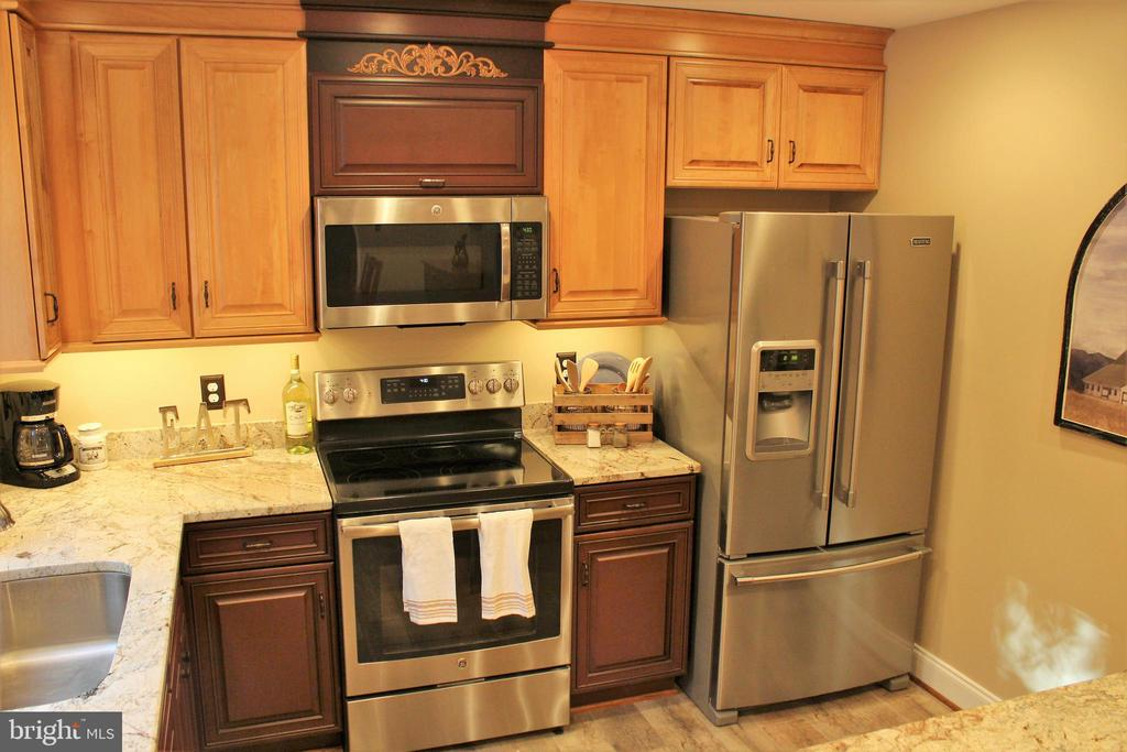 New stainless steel appliances - 7255 RIDGEWAY DR, MANASSAS