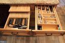 knife & cutting board drawer &  dbl silverware - 7255 RIDGEWAY DR, MANASSAS