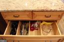 large deep drawers - 7255 RIDGEWAY DR, MANASSAS