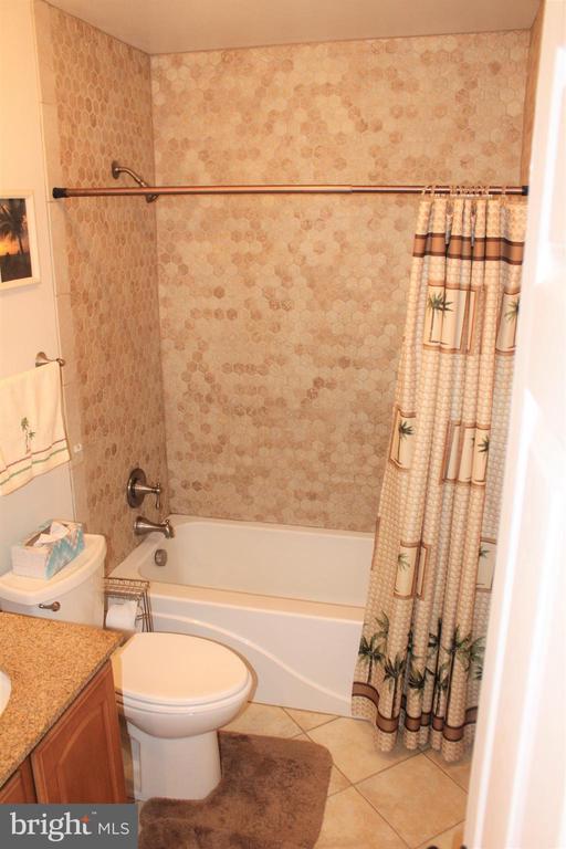 hall bath - 7255 RIDGEWAY DR, MANASSAS