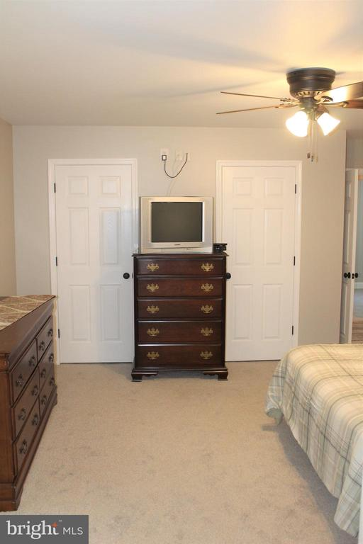 his & her closets - 7255 RIDGEWAY DR, MANASSAS