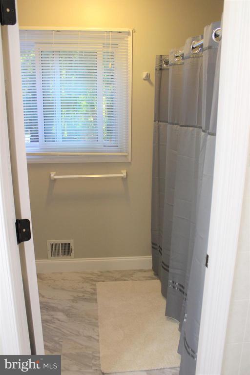 New flooring in master bath - 7255 RIDGEWAY DR, MANASSAS