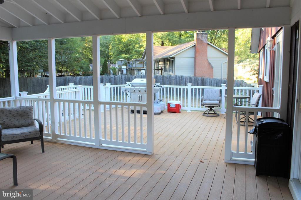 Enjoy the outdoors on this large deck - 7255 RIDGEWAY DR, MANASSAS