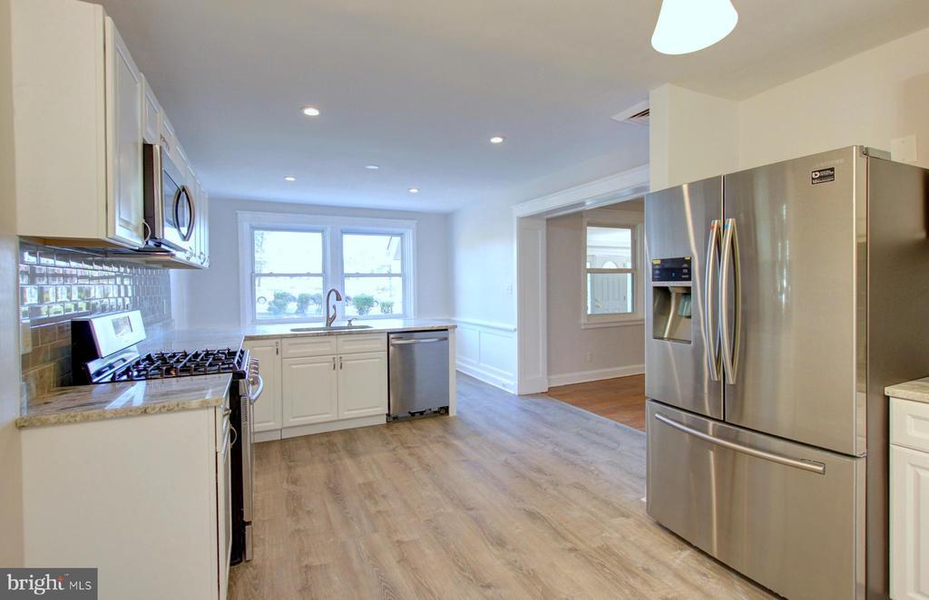 Kitchen - 6612 BALTIMORE AVE, UNIVERSITY PARK