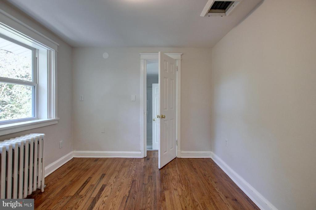 Upper level bedroom - 6612 BALTIMORE AVE, UNIVERSITY PARK