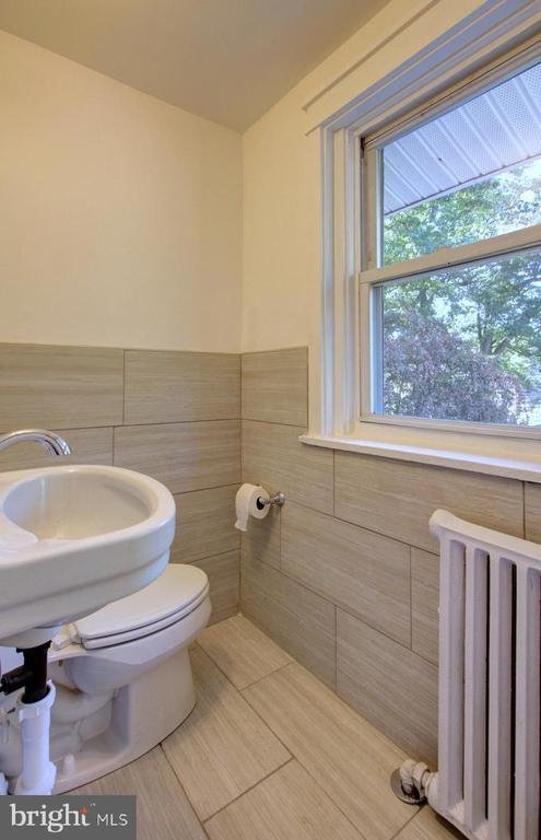 Upper level bathroom 1 - 6612 BALTIMORE AVE, UNIVERSITY PARK