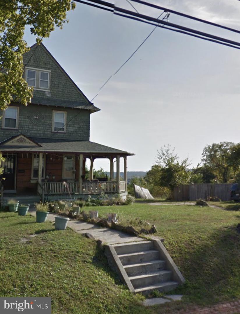 Single Family Homes pour l Vente à Norristown, Pennsylvanie 19401 États-Unis