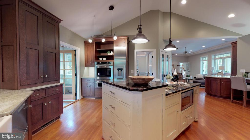 Sophisticated architectural ceiling design - 4515 32ND ROAD N, ARLINGTON