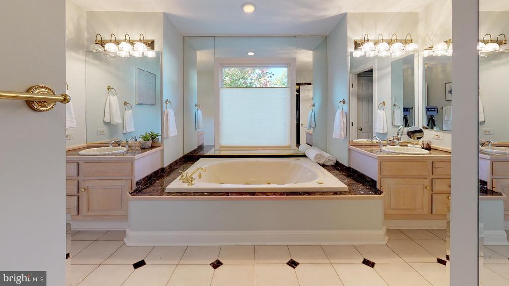Master bathroom - 4515 32ND ROAD N, ARLINGTON