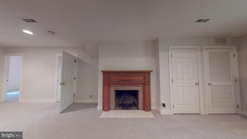 Lower level  sitting room with gas fireplace - 4515 32ND ROAD N, ARLINGTON