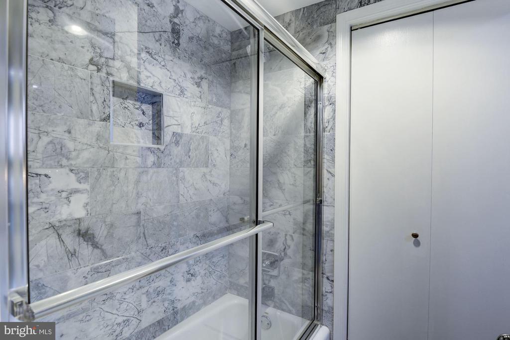 Marble tub surround - 2725 CONNECTICUT AVE NW #607, WASHINGTON
