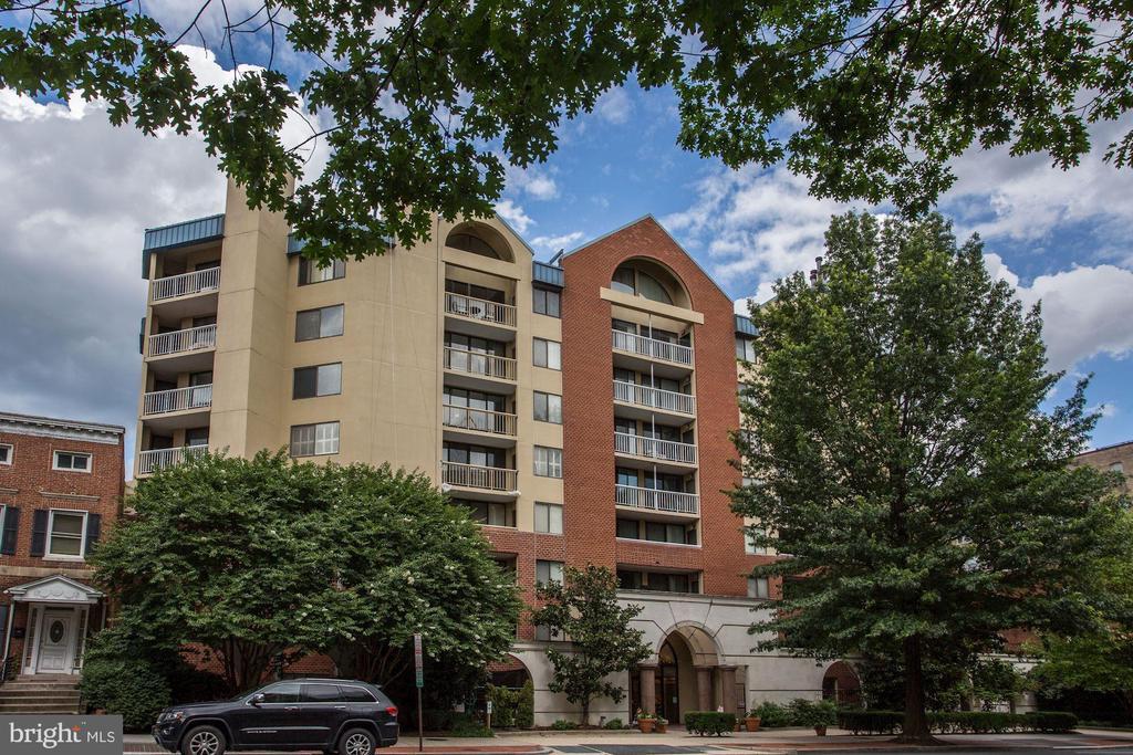Woodley Plaza - 2725 CONNECTICUT AVE NW #607, WASHINGTON