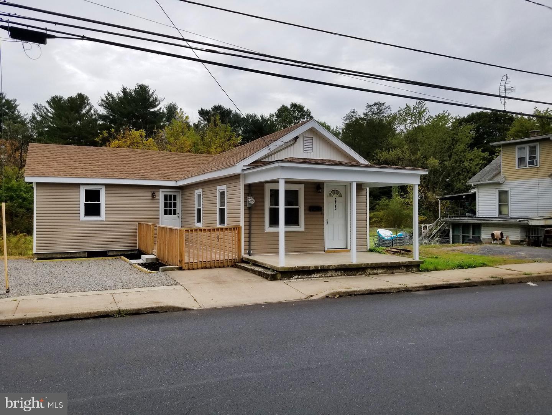 Single Family Homes pour l Vente à Tower City, Pennsylvanie 17980 États-Unis