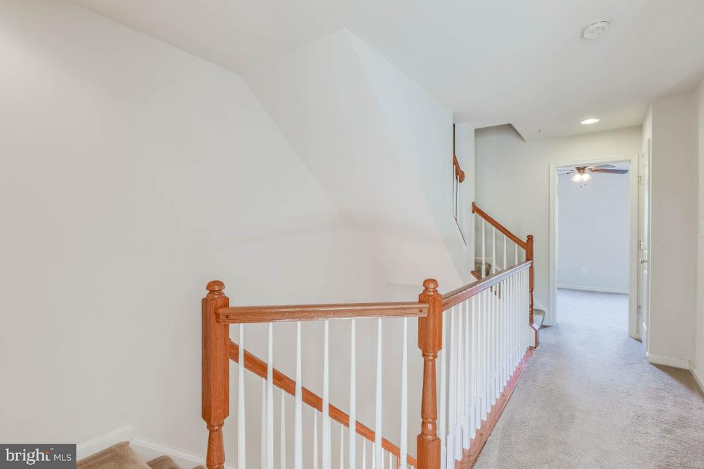 Beautiful all ceilings open staircase to 3rd lvl - 13010 CLARKSBURG SQUARE RD, CLARKSBURG
