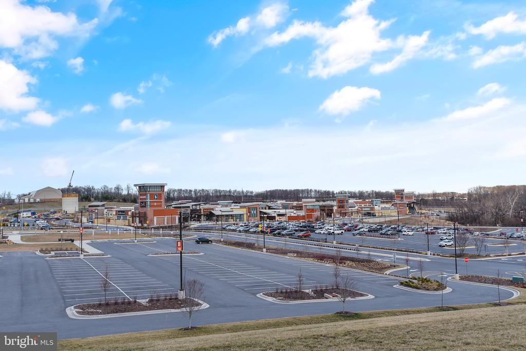 Clarksburg Premium Outlets parking(right on 270) - 13010 CLARKSBURG SQUARE RD, CLARKSBURG