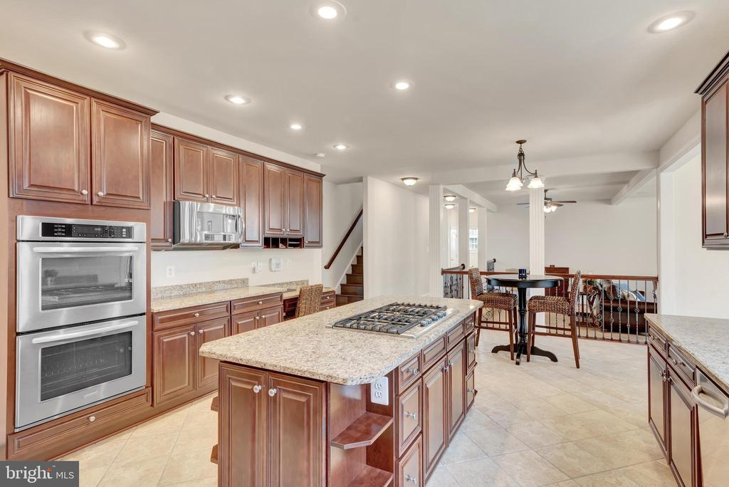 Double oven and double service dishwasher. - 38 PRESIDENTIAL LN, STAFFORD