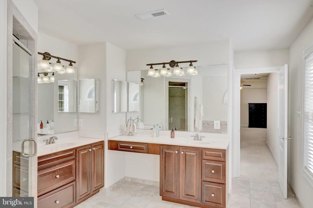 Master bathroom double vanities. - 38 PRESIDENTIAL LN, STAFFORD
