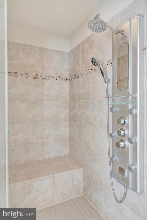 Master bathroom walk-in tiled shower. - 38 PRESIDENTIAL LN, STAFFORD