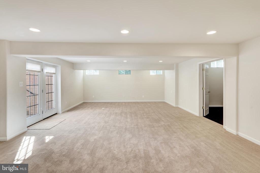 Entering the basement recreation room. - 38 PRESIDENTIAL LN, STAFFORD