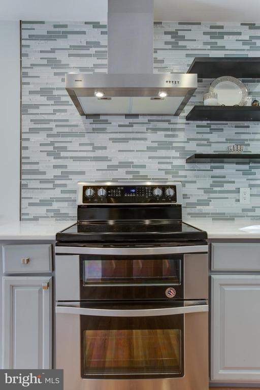 Gas Stove with Double ovens - 8 FULLVIEW CT, GAITHERSBURG