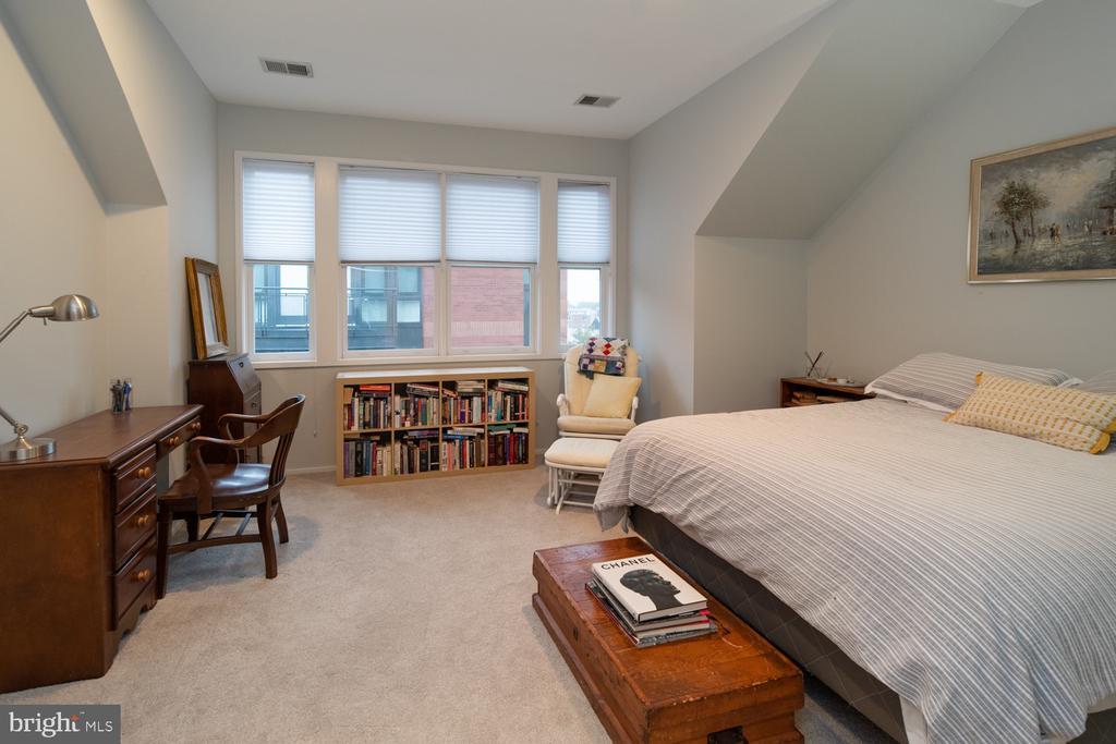 Bedroom 3 - 2086 N OAKLAND ST, ARLINGTON