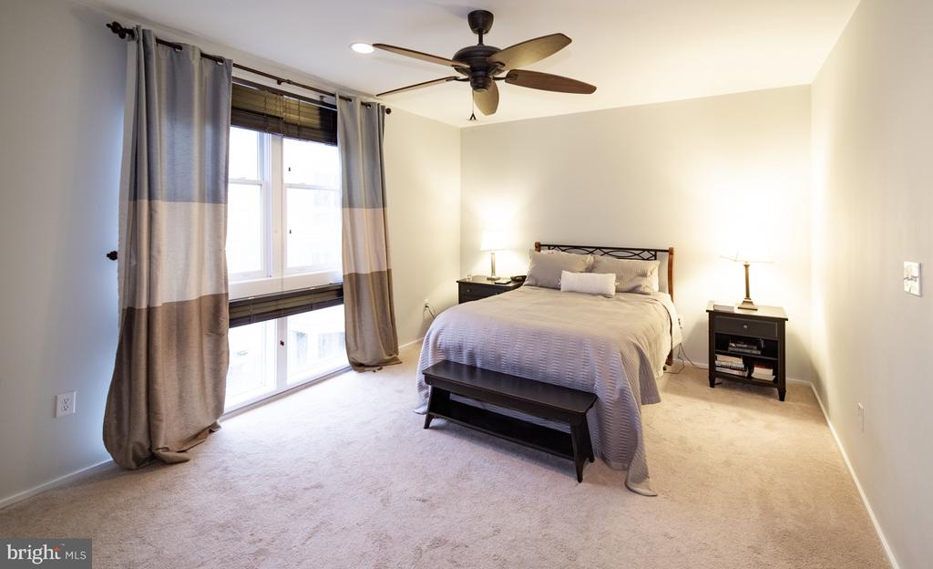 Master Bedroom - 2086 N OAKLAND ST, ARLINGTON