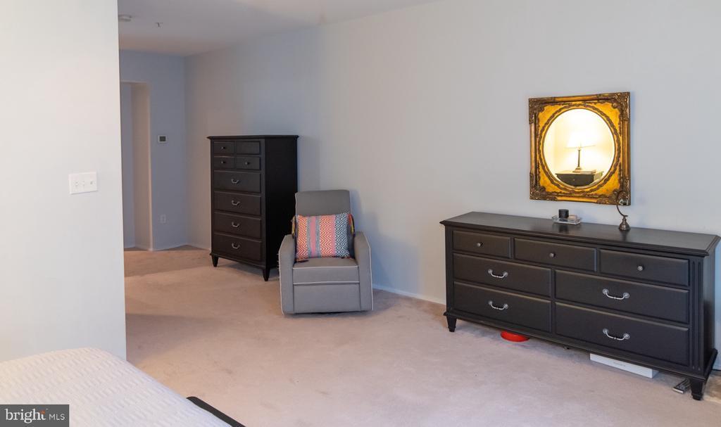 Master Bedroom sitting area - 2086 N OAKLAND ST, ARLINGTON