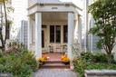 Welcoming front porch - 2086 N OAKLAND ST, ARLINGTON