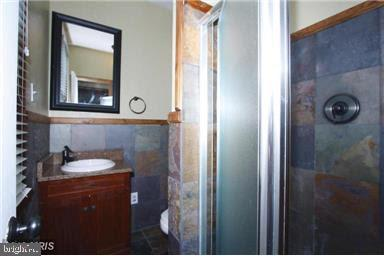 Updated master bathroom - 235 N BARTON ST, ARLINGTON